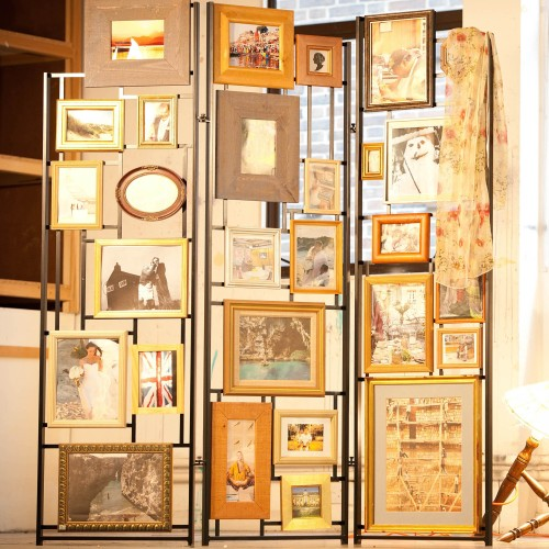 Furniture Magpies' Frame screen