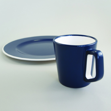 Colour contrast tableware