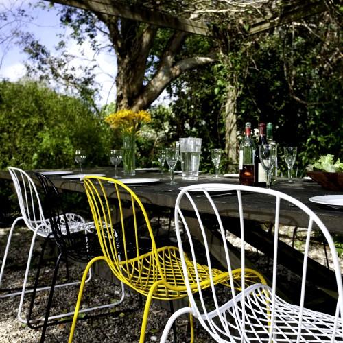 MARK NET chairs in the garden
